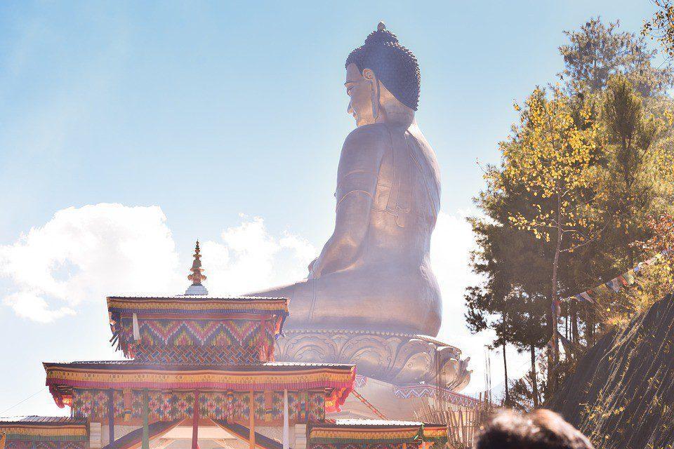 bhutan statua buddha