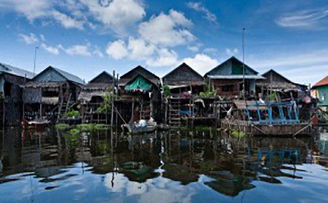 cambogia case su fiume
