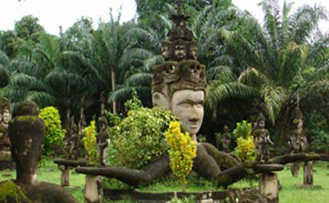 laos statua divinità  - laos e cambogia - Laos