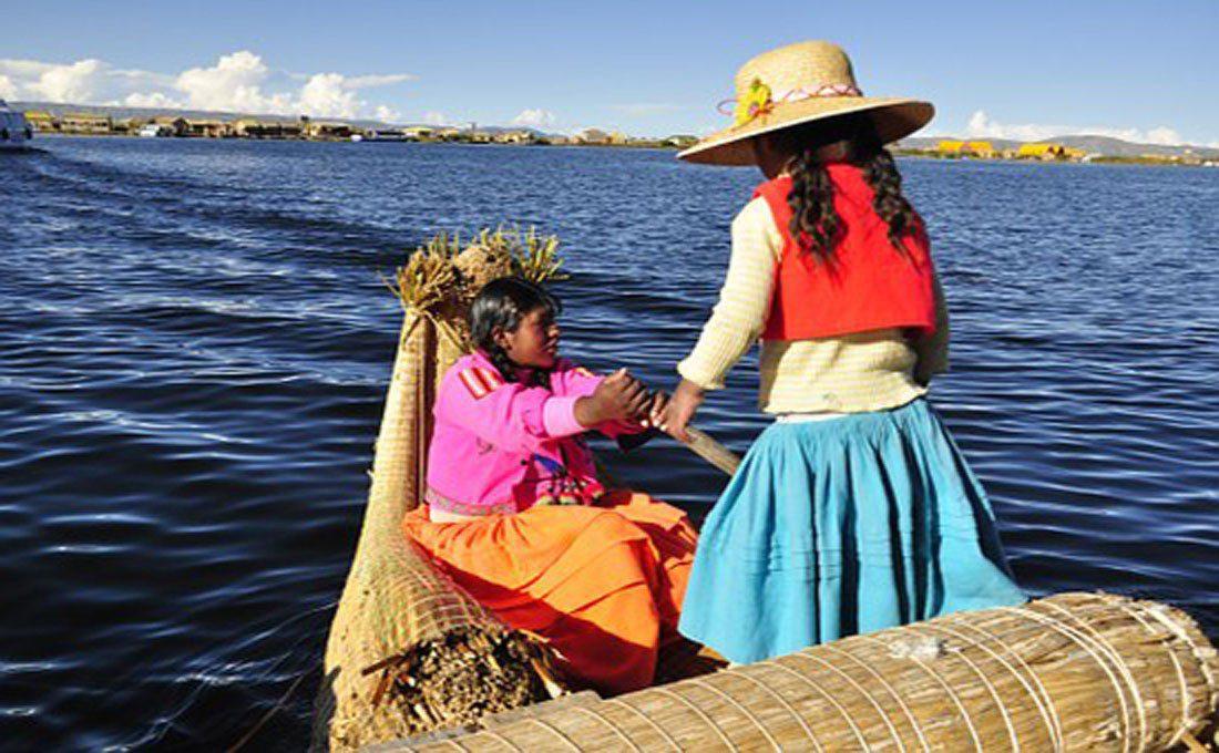 peru lago titicaca tribu locali