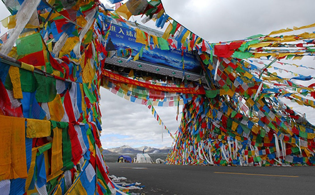 tibet monastero bandierine di preghiera